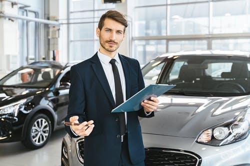Comment les concessionnaires automobiles vous arnaquent avec le financement